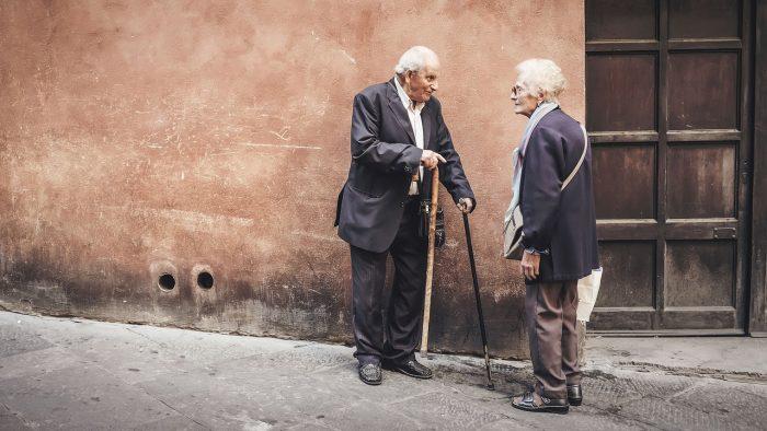 Dankbare ouderen voelen zich minder eenzaam